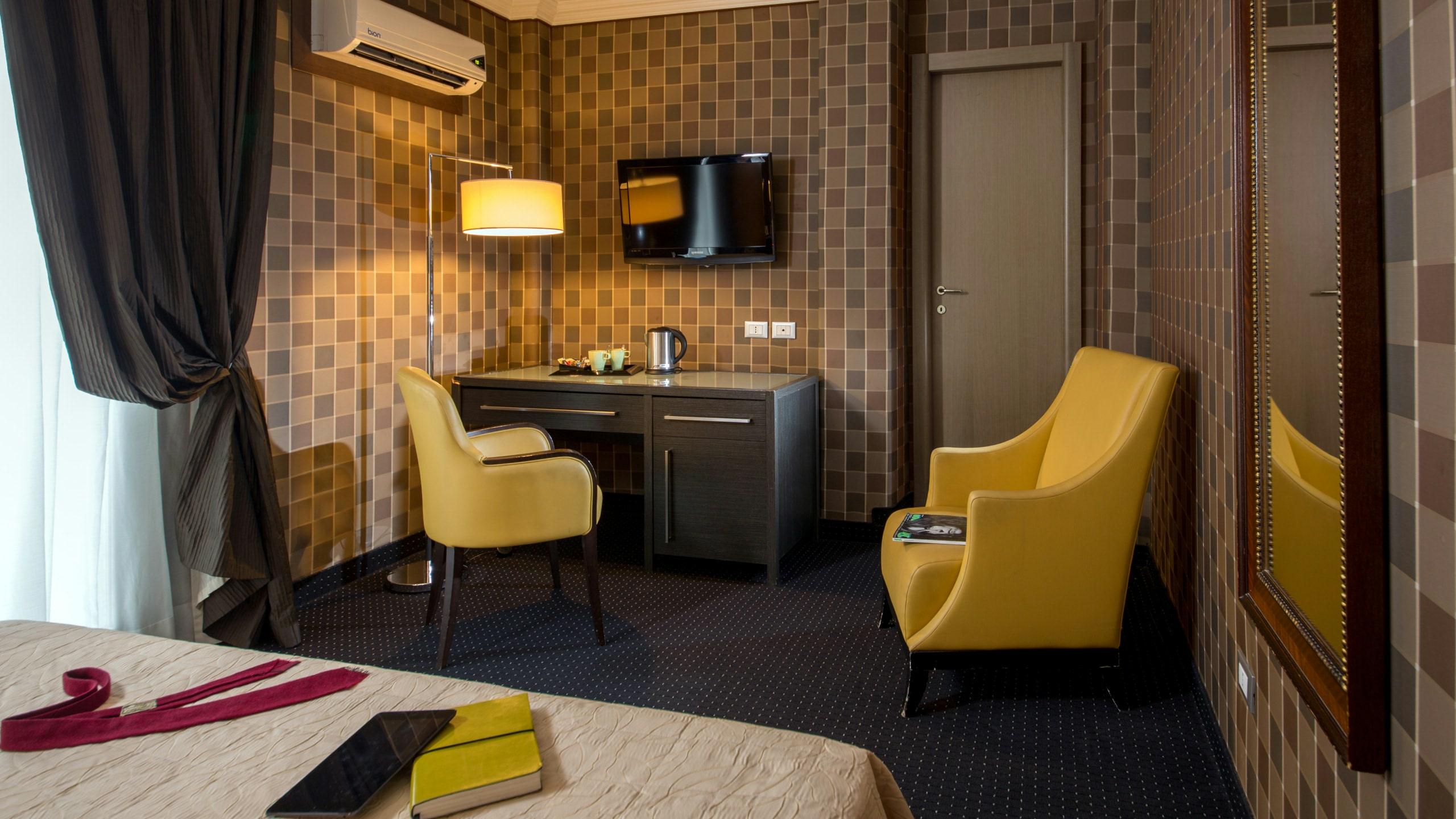 hotel-panama-rome-deluxe-room02