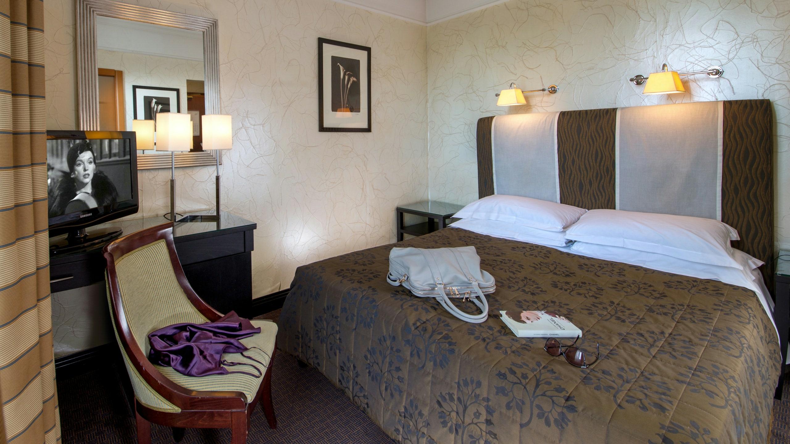 hotel-panama-rome-standard-room01