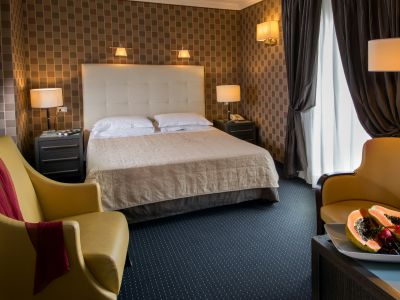 hotel-panama-rome-deluxe-room01